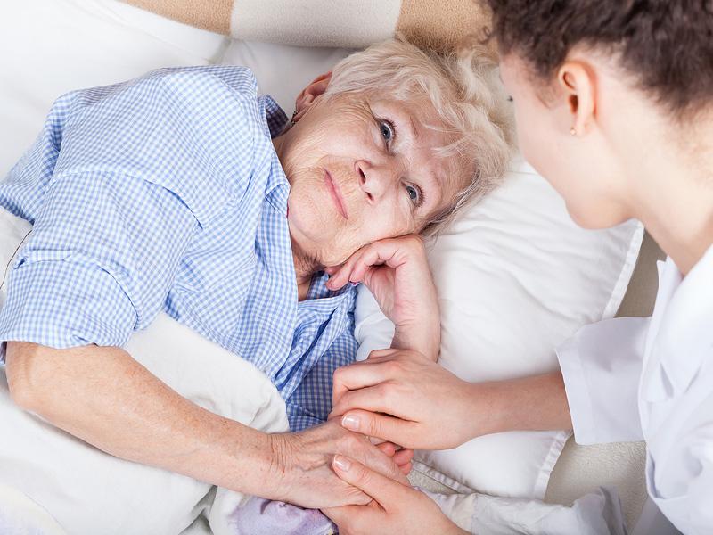 Cómo atender en casa a los enfermos que requieren cuidados paliativos