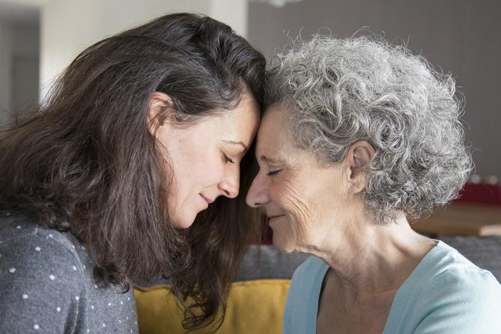 ¿Cómo podemos combatir la soledad en los mayores?