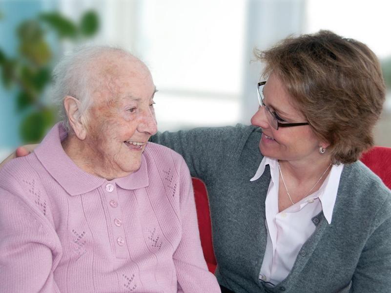 Cómo reducir el estrés del cuidador de una persona con demencia