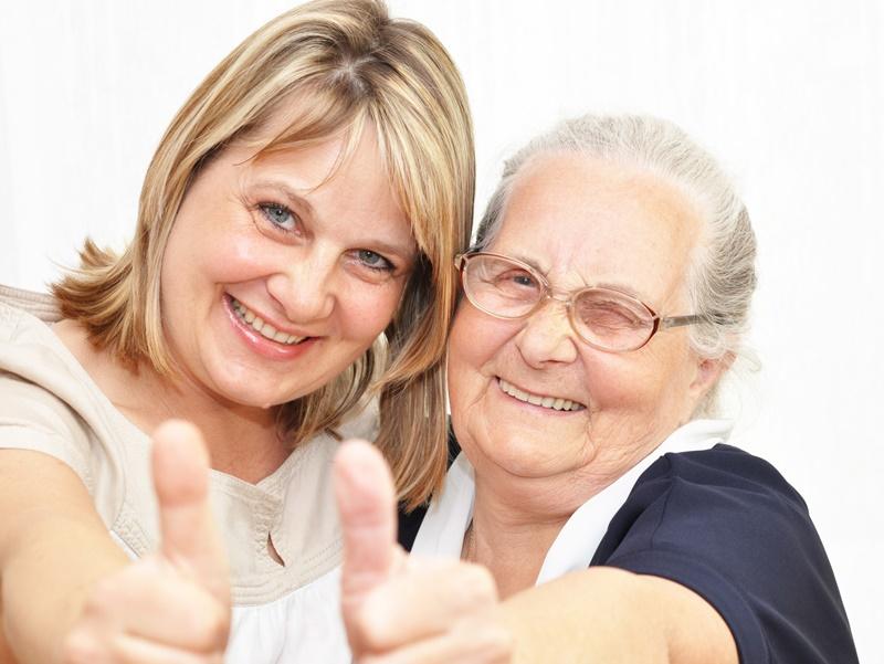 ¿Eres el cuidador de tus padres mayores? Consejos para no acabar agotado