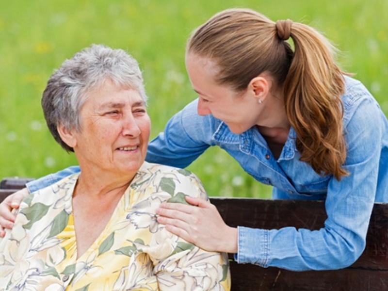 El estrés afecta a más del 85% de cuidadores de personas con Párkinson